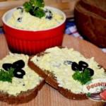 Закуска с сыром и яйцами