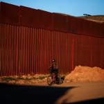 NBC узнал о провальных испытаниях образца стальной стены Трампа :: Политика :: РБК