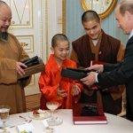 Путин подарил папе римскому диск с фильмом «Грех» :: Политика :: РБК